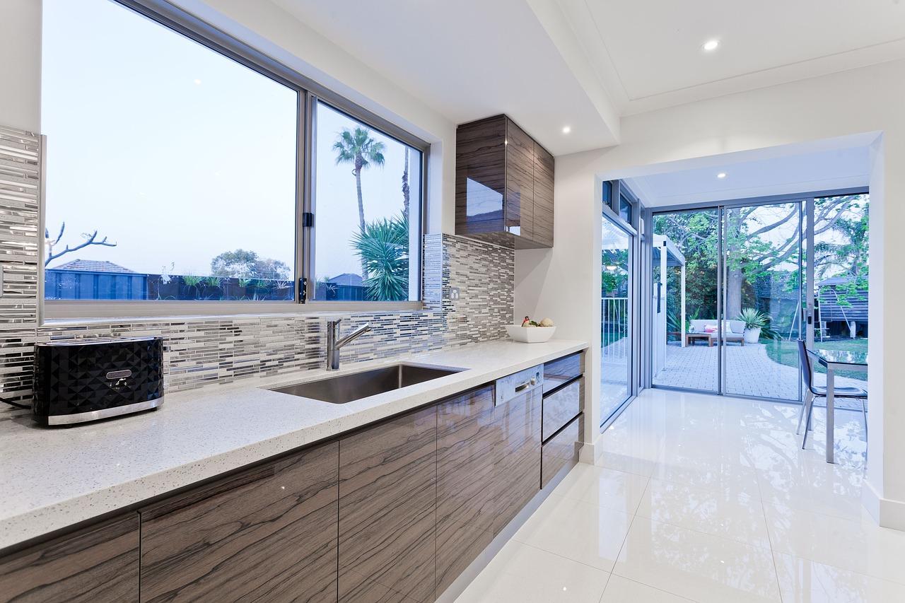 כיצד נחליט מצב רוח חיובי על ידי עיצוב הבית והמטבח?