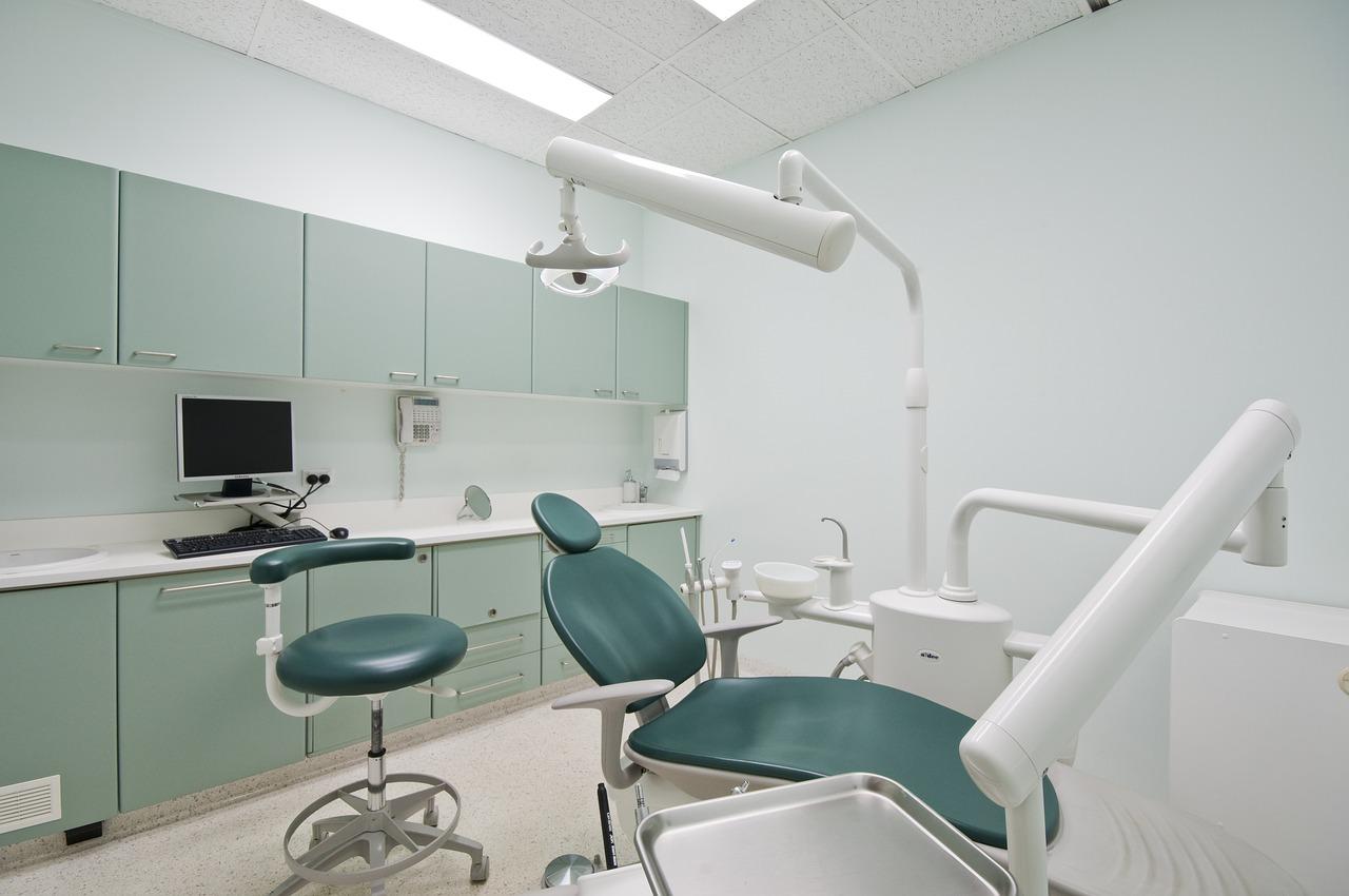 האם עדיף טיפול שיניים פרטי או ציבורי?