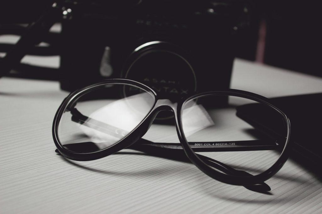 משקפיים גדולות