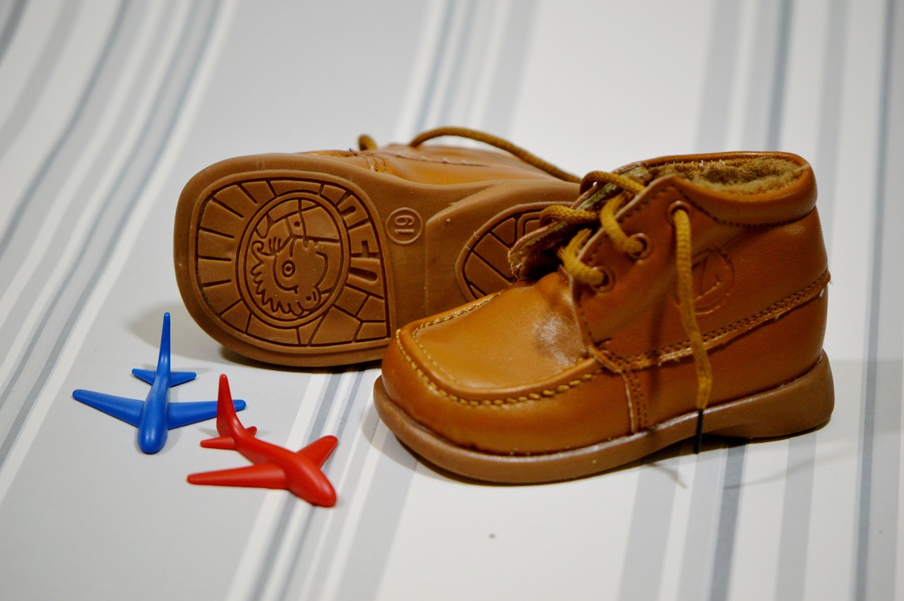 נעלי צעד ראשון - האם תינוקות שזוחלים צריכים אותן?