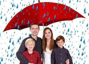 משפחה מתחת למטרייה
